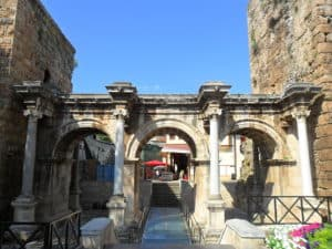 اهم الاماكن السياحية في انطاليا - بوابة هادريان - السياحة في انطاليا